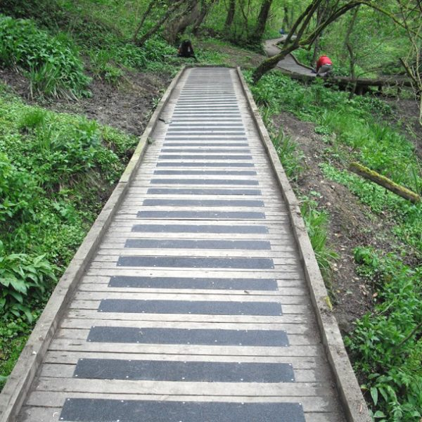 Anti-slip boardwalk for national park reverse