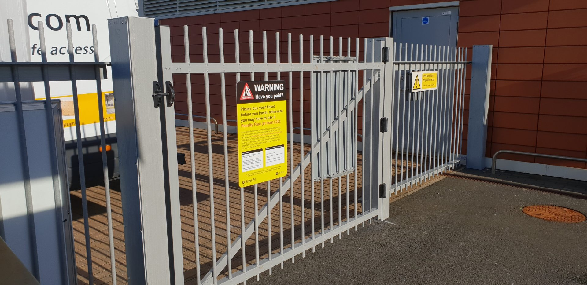 Evergrip Glassfibre commercial fencing & gate electrically non-conductive