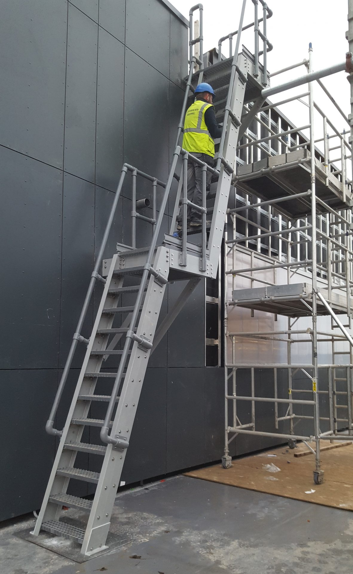 Fibreglass Fixed Roof Access Ladder guardrail mid top landing