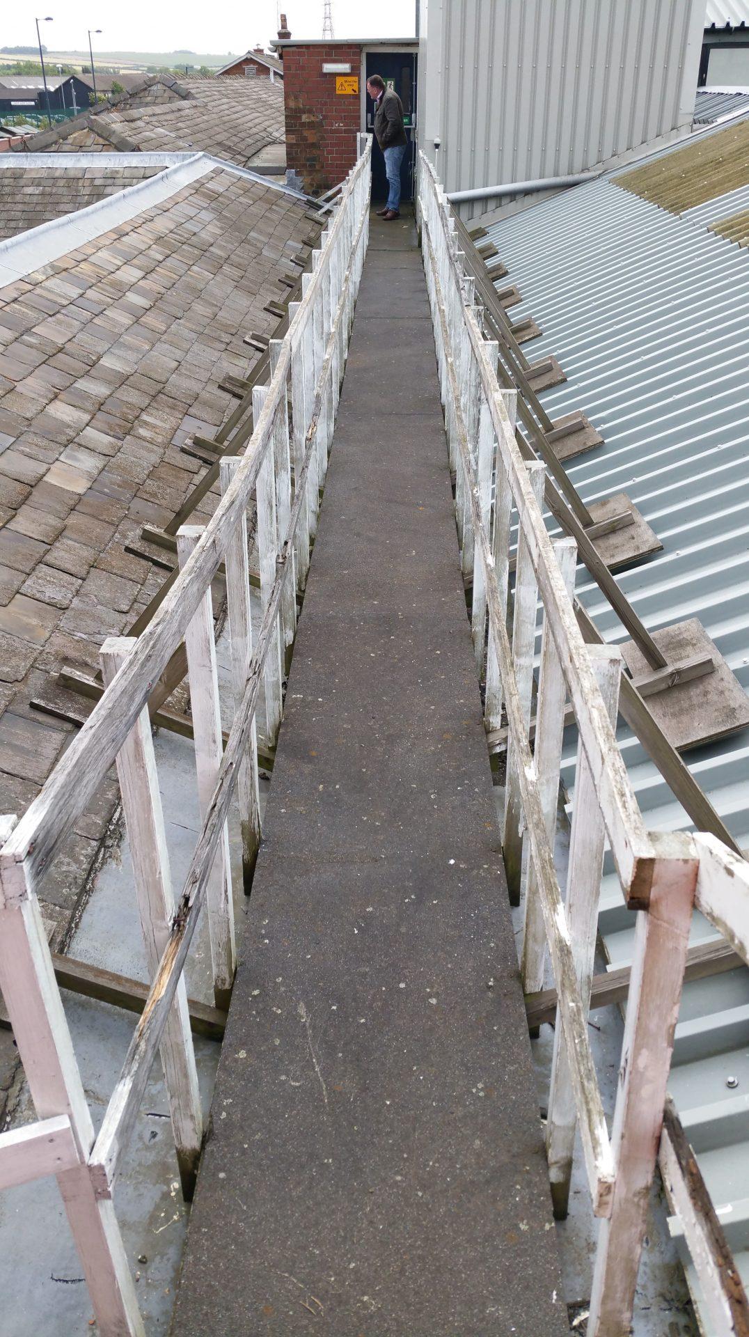 Old wooden roof walkway (before)